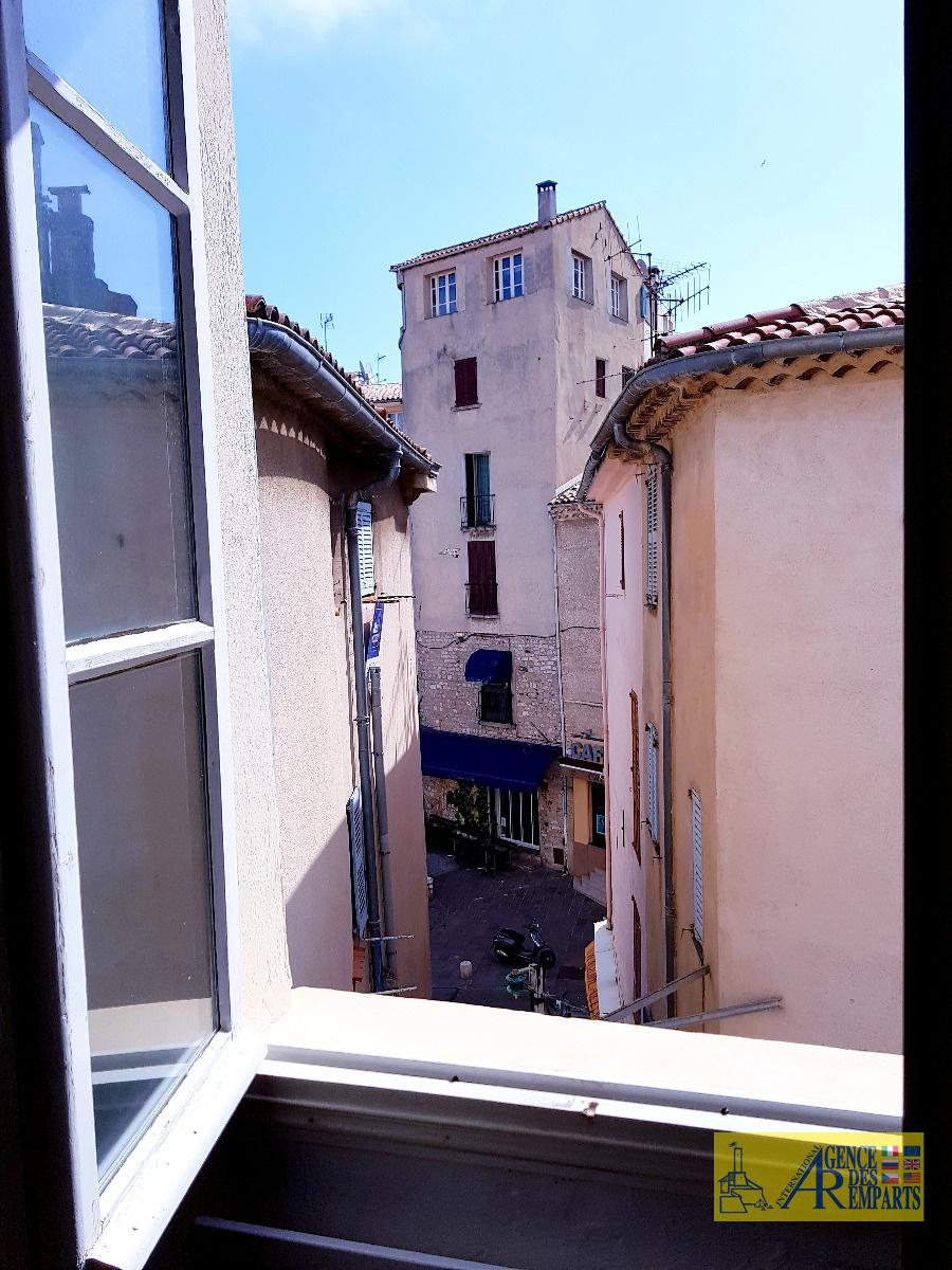 vente bel appartement en duplex avec terrasse panoramique vieille ville. Black Bedroom Furniture Sets. Home Design Ideas