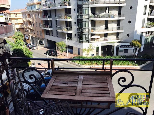 Vente magnifique appartement bourgeois sur le port for Deco appartement bourgeois